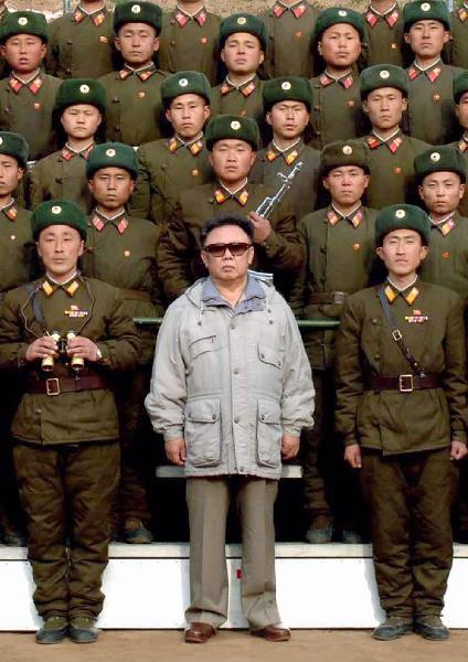 Kim Jung Ill und Soldaten
