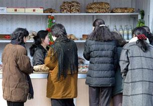 buying-food-afp