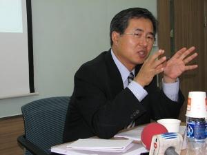 Professor Kang Choi